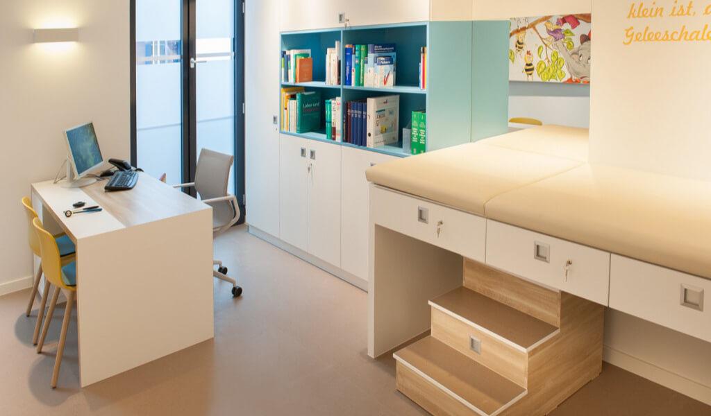 Home Kinderärzte Untersuchungsraum 1